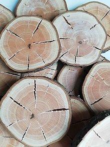 Dekorácie - Drevené plátky s prasklinou - priemer cca 7 cm - balenie 12 ks - 12309603_