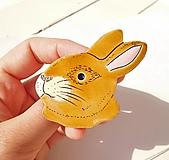 Odznaky/Brošne - brošňa hnedý králik - 12313963_