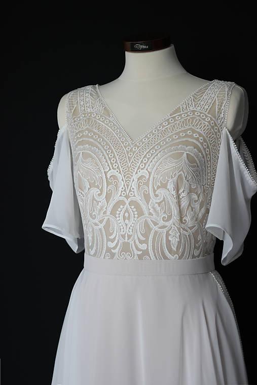 Telové svadobné šaty z geometrickej krajky  v boho štýle