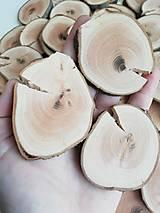 Drevené plátky s prasklinou nepravidelné - priemer 4,5 - 6,5 cm
