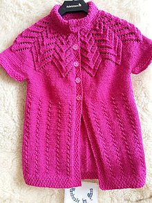 Detské oblečenie - Ručne pletená vesta pre slečny v cyklámenovej farbe - 12316449_