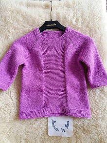 Detské oblečenie - Ručne pletený detský pulóvrik vo fialovom - 12316559_