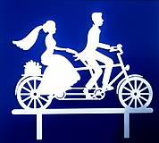 Dekorácie - Svadobný zápich - mladomanželia na bicykli - 12317519_