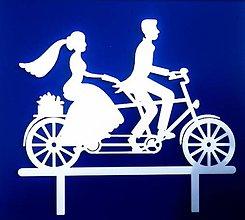 Dekorácie - Svadobný zápich - mladomanželia na bicykli (Biela) - 12317519_