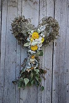 Dekorácie - Prírodná dekorácia v tvare srdca  - 12321534_