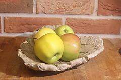 List z betónu na ovocie, i šperky