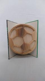 Dekorácie - Futbalová lopta - vyskladaná z knihy - 12318453_