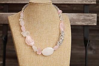 Náhrdelníky - Luxusný náhrdelník s minerálmi ruženín a krištáľ - 12323710_