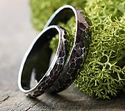 Prstene - Dva kované snubné v striebre s patinou - 12327730_