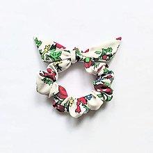 Ozdoby do vlasov - Recy-scrunchie biela kvetinková - 12326600_