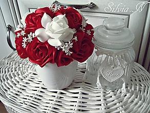 Dekorácie - Kvetináč z ruží zo stúh. - 12330127_