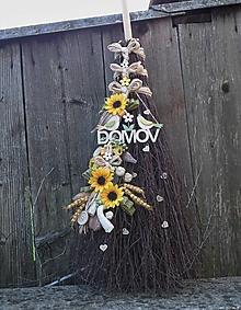 Dekorácie - Prútená dekoračná metla so slnečnicami - 12333590_