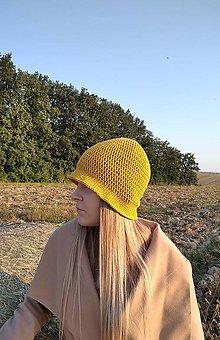 Čiapky - Háčkovaný klobúk v horčicovej - 12336763_