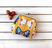 Peňaženky - Peňaženka mini Motýle na okrovej - 12334214_