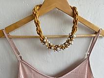 Náhrdelníky - Hořčicový pošitý perlami - 12339190_