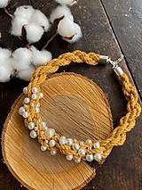 Náhrdelníky - Hořčicový pošitý perlami - 12339192_