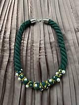 Náhrdelníky - Zeleno-žlutý pošitý perlami - 12339551_