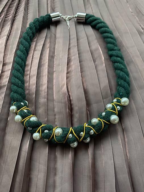 Zeleno-žlutý pošitý perlami