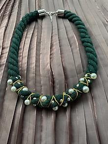 Náhrdelníky - Zeleno-žlutý pošitý perlami - 12339550_