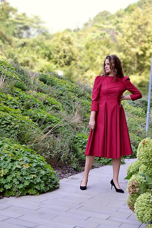 Šaty - Vertikálne členené bavlnené šaty - bordové  - 12340061_