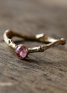 Prstene - Prsteň dámsky Vetvičkový s ružovým turmalínom - 12341540_