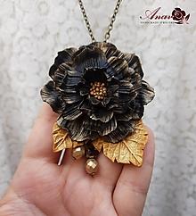 Náhrdelníky - Náhrdelník s kvetinovým príveskom Madame - 12342165_