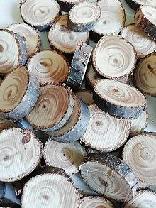 Dekorácie - Drevené plátky z tuje - mix veľkostí 1,5 - 2,3 cm (výrazná kresba) - 12341368_