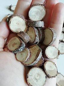 Dekorácie - Drevené plátky z tuje - mix veľkostí 1,5 - 2,3 cm (menej výrazná kresba) - 12341378_