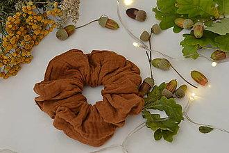 Ozdoby do vlasov - Mušelínová gumička hnedá - 12341938_
