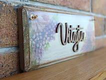 Tabuľky - Vitajte - tabuľka s kvetmi, z jaseňa - 12344379_