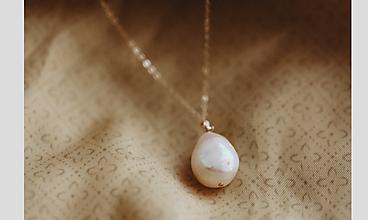 Náhrdelníky - Skutočná perla na zlatej retiazke - 12348837_