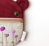 Kľúčenky - Kapsička na slúchadlá Zvieratko vyšívané Kvietky fialové - 12347095_