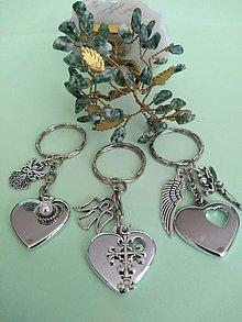 Kľúčenky - Kľúčenka srdce s príveskom (rôzne : anjelik, krížik, víla,) - 12351678_