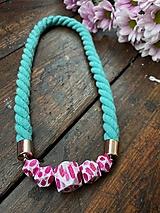 Náhrdelníky - Tyrkysový náhrdelník s malovanými korálky - 12355488_