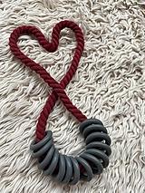 Náhrdelníky - Šedé kroužky na bordo laně - 12355497_