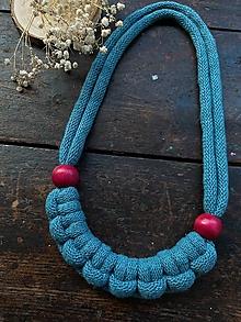 Náhrdelníky - Petrolejový pletený s korálky - 12355481_