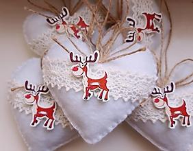 Dekorácie - Vianočné srdiečka so sobíkom - 12357818_