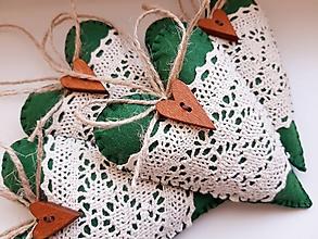 Dekorácie - Vianočné srdiečka s dreveným gombíkom IV. (Zelená) - 12363981_