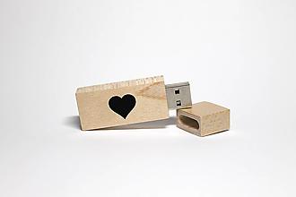 Drobnosti - DREVENÉ USB_SRDIEČKO - 12365307_