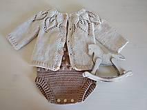 Detské oblečenie - Béžový svetrík s lístočkovým vzorom - 12364692_