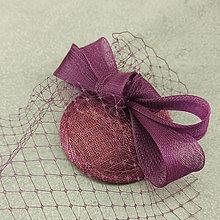 Ozdoby do vlasov - Fascinátor klobouk s francouzským závojem bordo - 12368869_