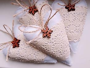 Dekorácie - Vianočné srdiečka so snehovou vločkou II. - 12368236_