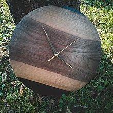 Hodiny - Black Walnut - Orechové živicové hodiny - 12367825_