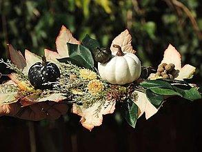 Dekorácie - jesenná dekorácia na stôl s tekvicami - 12374494_