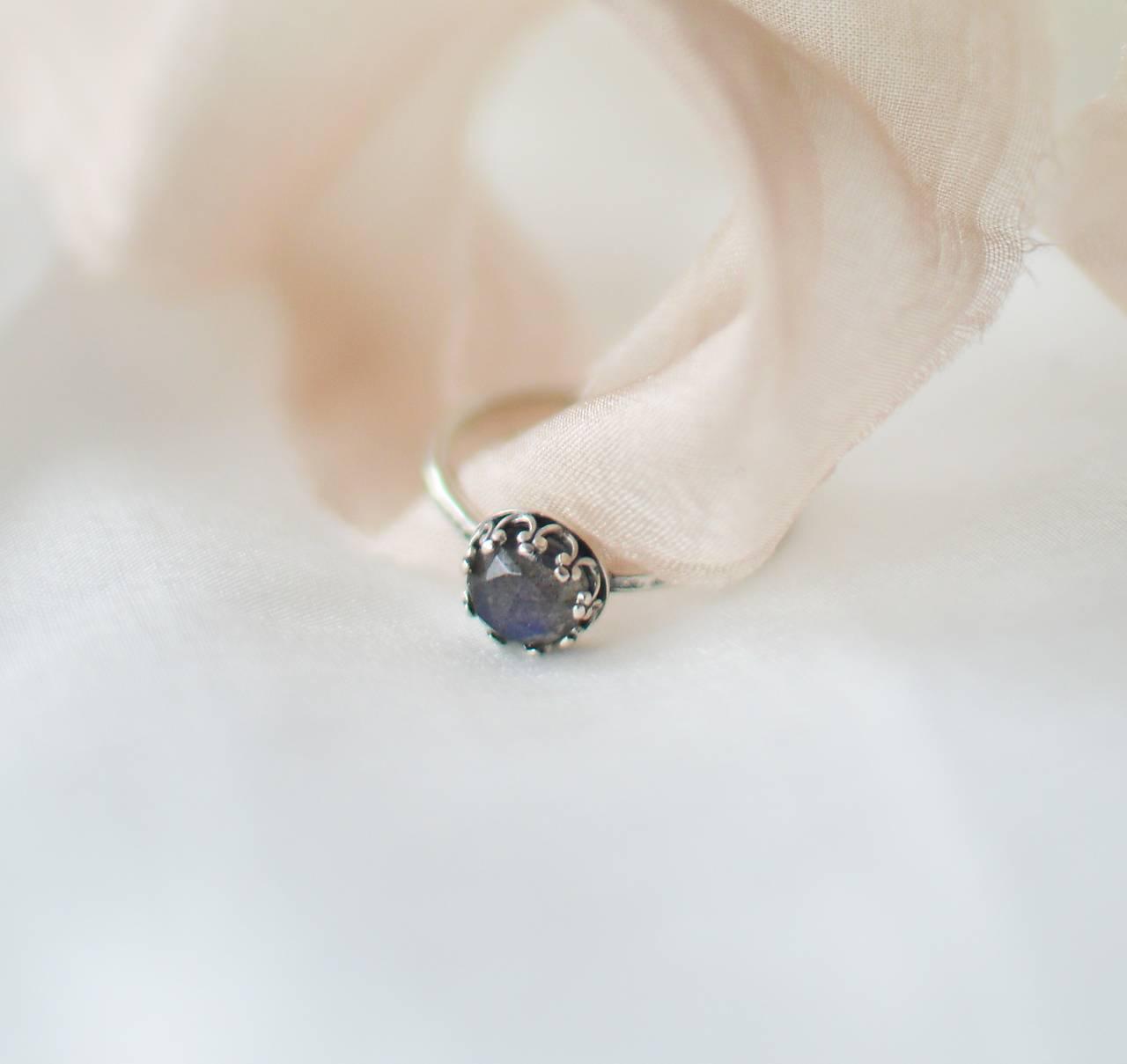 patinovaný strieborný prsteň Večernica malá (Ag 925)