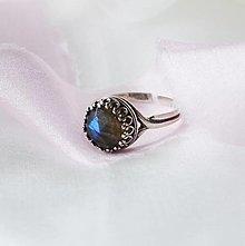 Prstene - nastaviteľný prsteň z patinovaného striebra s labradoritom (Ag 925) - 12374938_