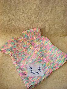 Detské oblečenie - Ručne pletená vesta pre dievčatko - 12376778_
