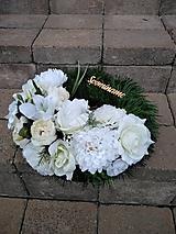 Dekorácie - veniec na hrob bielo-krémový 35 cm - 12375874_
