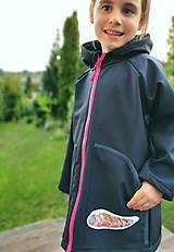 """Detské oblečenie - Dievčenský softshellový kabátik """"pierko"""" - 12377452_"""