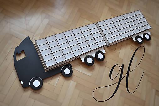 Polička na autíčka - nákladné auto 2